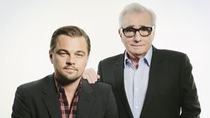 Leonardo DiCaprio y Martin Scorsese, en una foto promocional de la película 'El lobo de Wall Street' (2013).