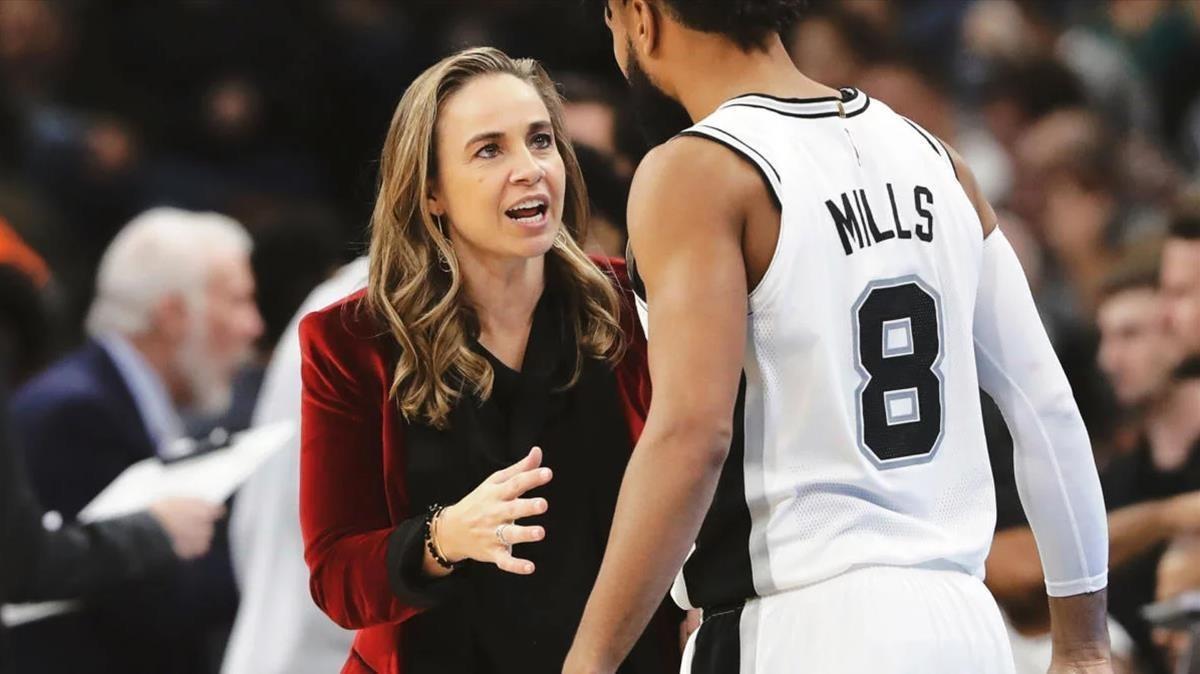 Becky Hammon, primera entrenadora a l'NBA: «És un moment important»