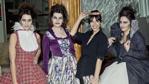 Cristina Brondo, con las integrantes de la performance del Liceu.