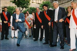 Jordi Pujol en una recepción en el Palau de la Generalitat del nuevo consistorio del Ajuntament de Barcelona, con el alcalde Joan Clos, el 14 de junio del 2003. El 'president' rompió el protocolo chutando una naranja que había en el suelo.