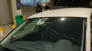 Lanzan piedras a los coches desde un puente en Cerdanyola. / Eithan Ruiz