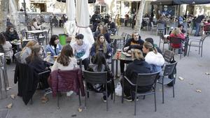 BARCELONA 23 11 2020  Terrazas abiertas en el primer dia de desescalada para evitar la propagacion del coronavirus Covid-19 En la foto terraza de la Placa de la Vila de Gracia FOTO de FERRAN NADEU
