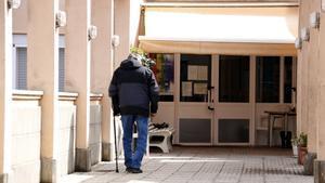 Gairebé cinc milions de persones afronten el confinament en solitud
