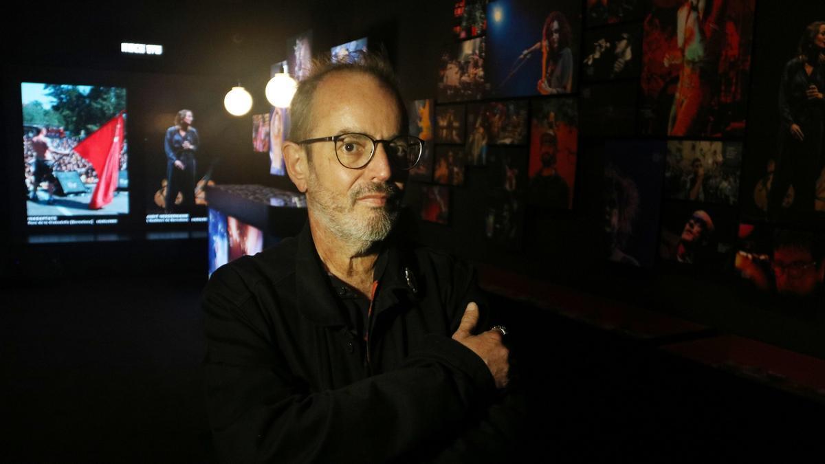 Xavier Mercadé, en la exposición con sus fotos en el Palau Robert de Barcelona, el pasado 11 de mayo.