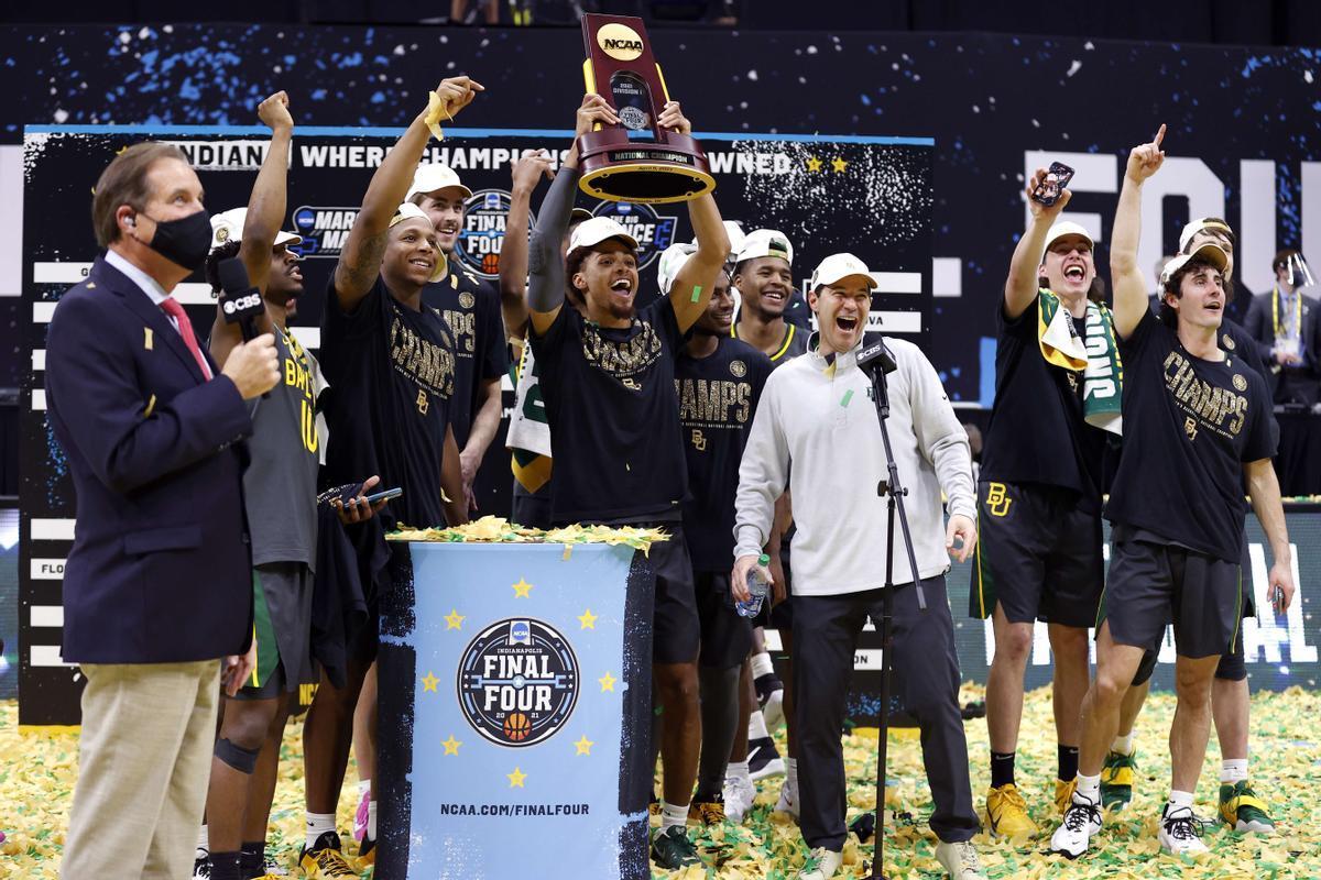 El equipo de Gonzaga celebra la victoria en la final universitaria de EEUU