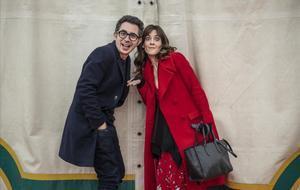 Berto Romero y Eva Ugarte, en el rodaje de la tercera temporada de 'Mira lo que has hecho'.