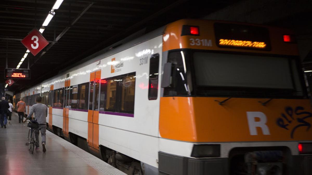 Huelga general: carreteras cortadas y servicios mínimos en metro, bus y Renfe