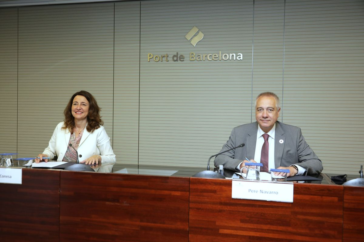 Mercè Conesa, presidenta del Port de Barcelona y Pere Navarro, delegado especial del Estado en el Consorci de la Zona Franca de Barcelona y presidente de BNEW