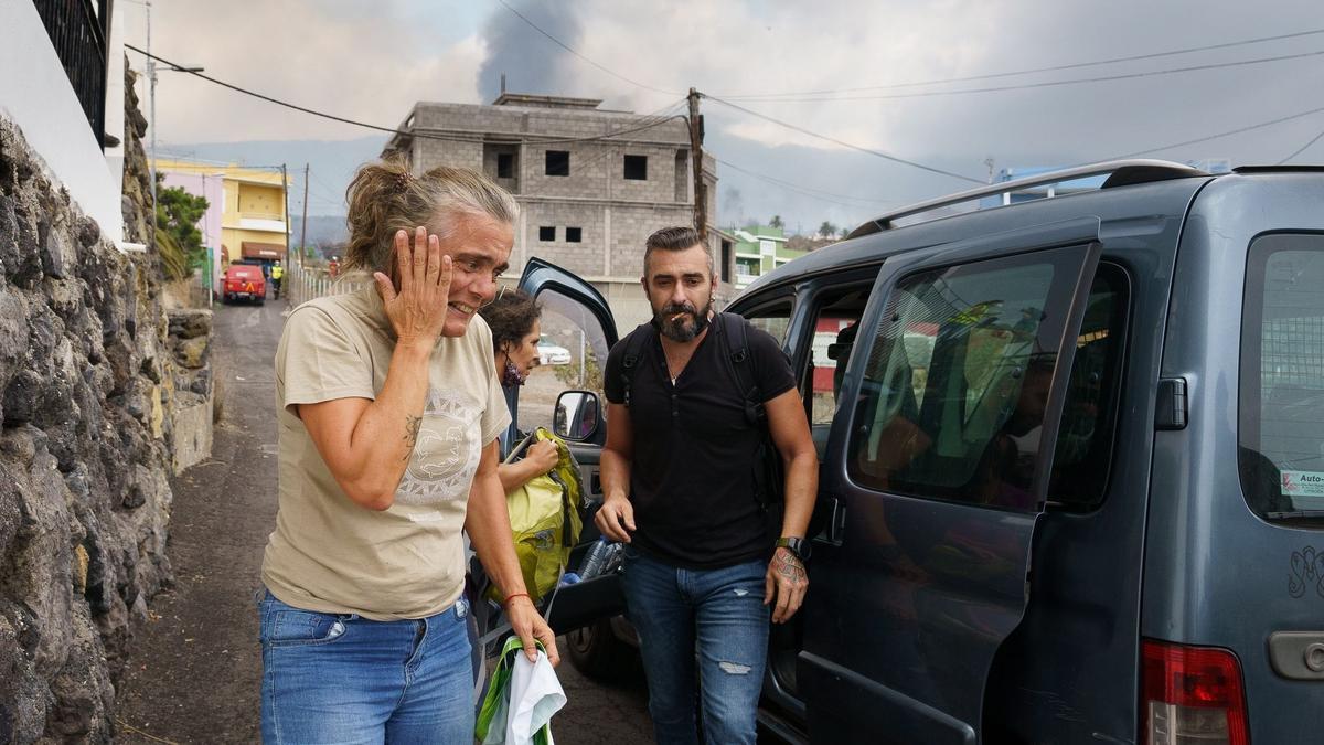 Desalojado el barrio de Todoque, en La Palma, ante el avance de la colada de lava.