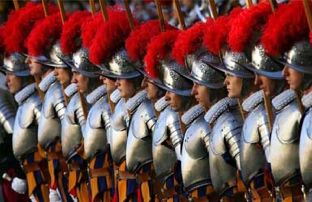 Los miembros de la guardia suiza son ciudadanos del Estado Vaticano.