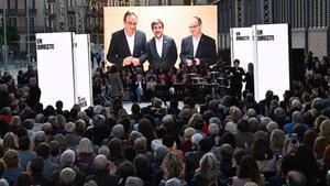Rull,Sànchezy Turull participan desde la cárcel en el acto final de campañade Junts per Catalunya de las elecciones generales celebradas en abril del año pasado.