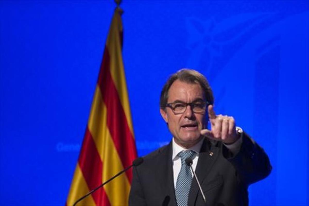 El 'president' Mas, ayer, durante su comparecencia en el Palau.