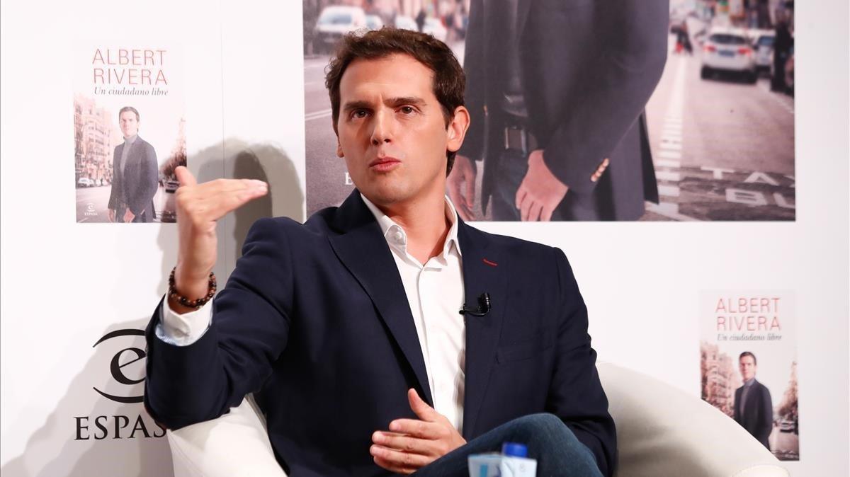 Rivera avisa Arrimadas que Sánchez «no és de confiança» i que pactarà amb la «banda»