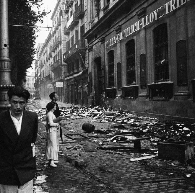 Saqueo de las oficinas de la Italia-Cosulich-Lloyd Triestino, en julio de 1936, en la Rambla de Santa Mònica de Barcelona.