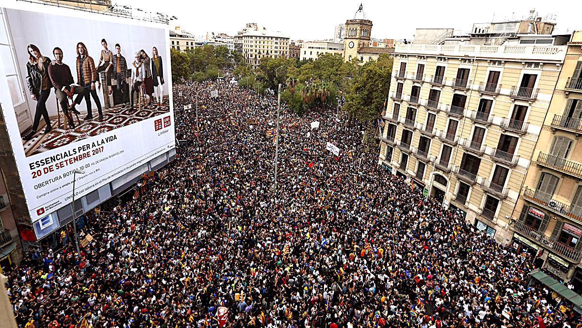 Imatges del matí del 3 d'octubre, amb la convocatòria de vaga general i aturada de paísa Catalunya.
