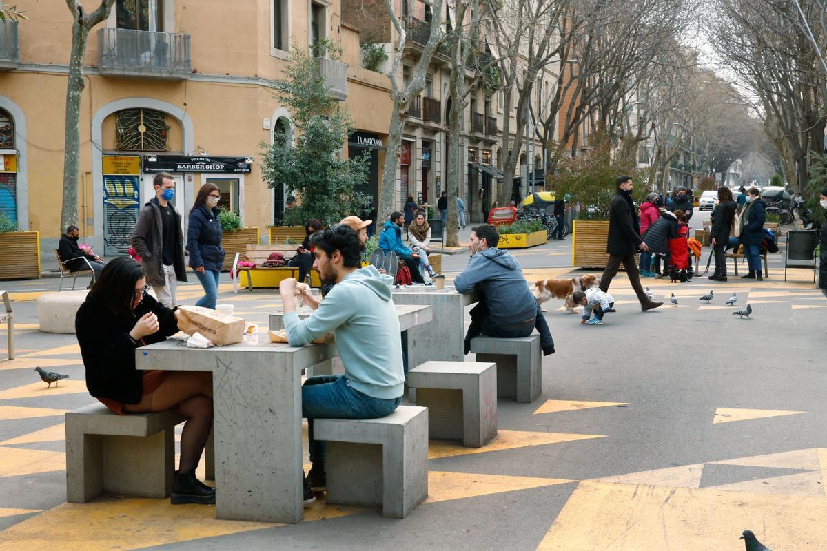 Ambiente en la supermanzana de Sant Antoni, a principios de marzo