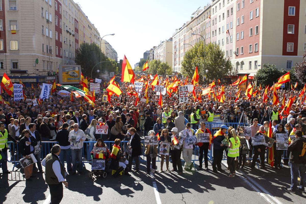 Concentración organizada hoy en Madrid por la asociación Voces contra el Terrorismo.
