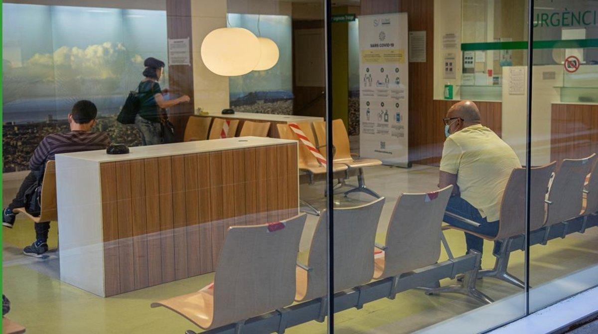 Una de las salas de espera de paciencias del Clínic, de Barcelona, el pasado martes.