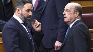 Santiago Abascal conversa con Ignacio Gil Lázaro.