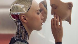 Ava (Alicia Vikander), el perfecto androide con piel humana que protagoniza el filme 'Ex Machina', de Alex Garland.