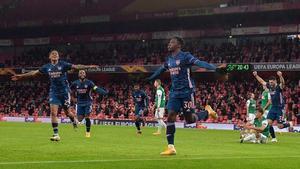 El fútbol británico vuelve a rugir con público en la grada