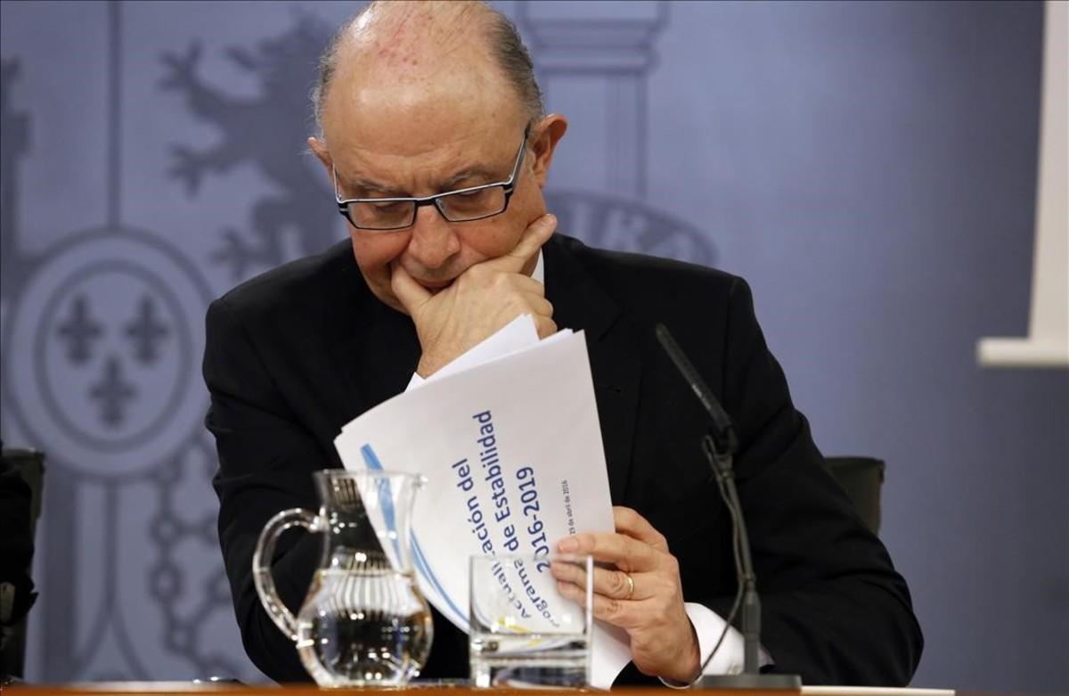 El ministro de Hacienda, Cristóbal Montoro, en rueda de prensa posterior al Consejo de Ministros.