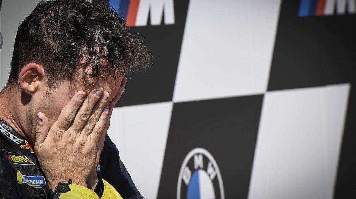 El piloto catalán Pol Espargaró (KTM) celebró, hoy, así la primera 'pole' de su vida en MotoGP.