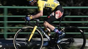 Primoz Roglic, con las heridas por culpa de la caída en la última etapa de la París-Niza