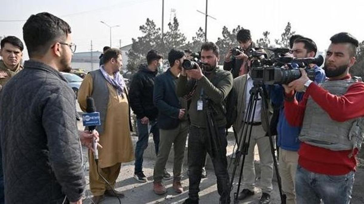 Un periodista informando para la cadena alemana desde Afganistán - AFP