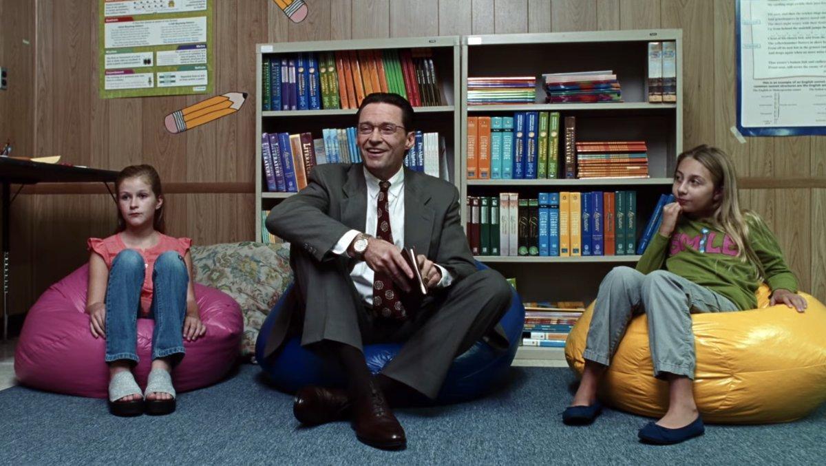 Hugh Jackman en un fotograma de 'La estafa (Bad education)'.
