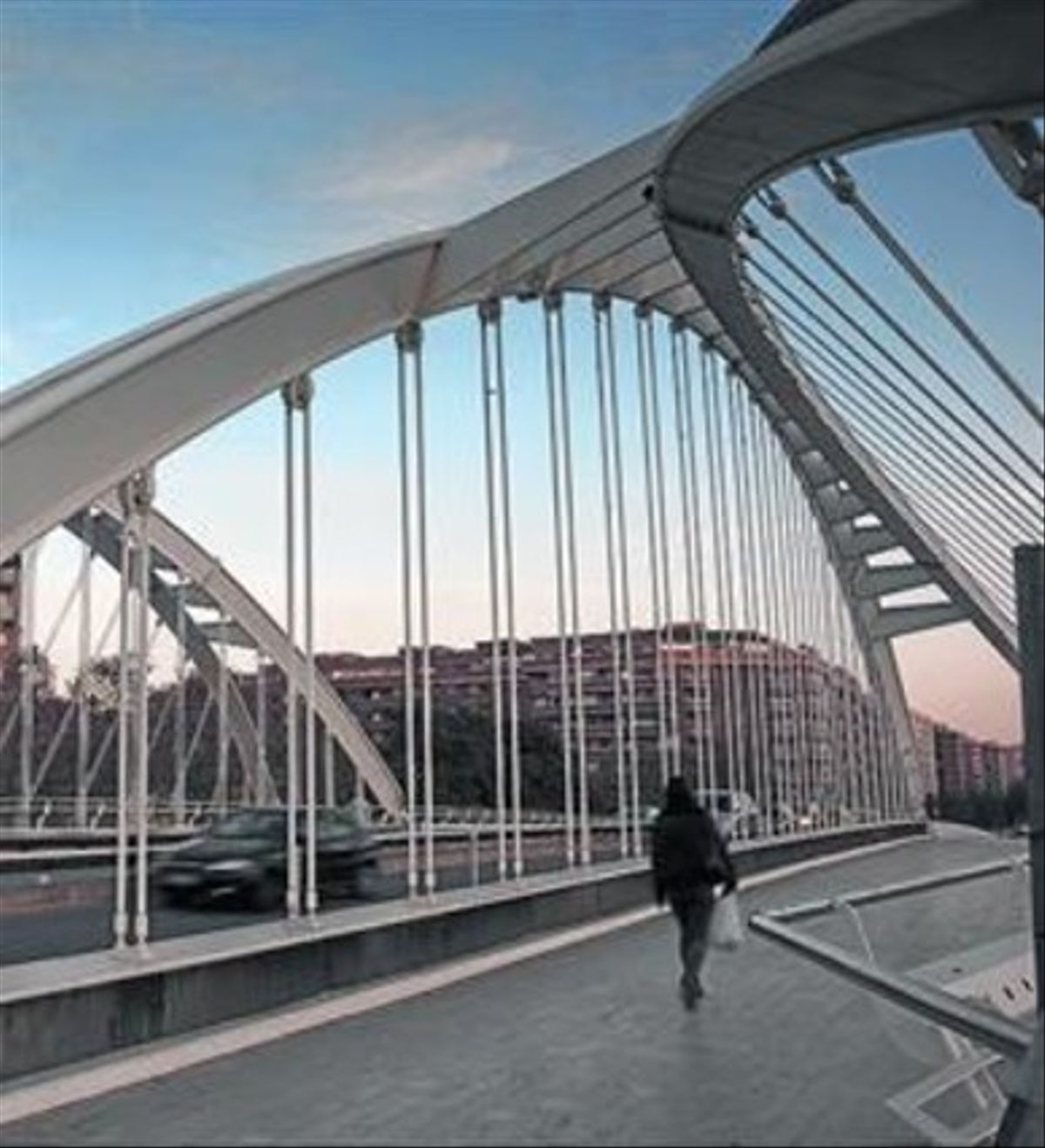 Antropomórfico 8El puente de Calatrava en Bac de Roda.