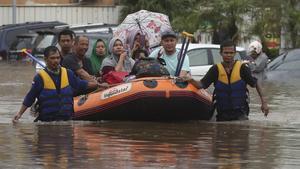 Las inundaciones y corrimientos de tierra afectan cada año a Indonesia.