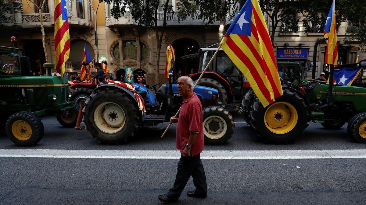 Los tractores se dirigen a la Delegación del Gobierno.