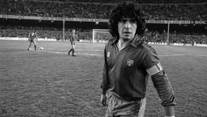 Maradona en un partido en el Camp Nou entre el Barça y el Real Madrid en noviembre de 1985.