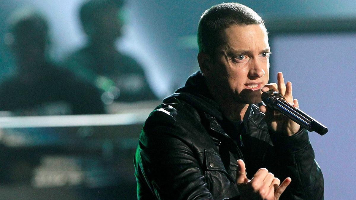 El rapero Eminem en plena actuación durante los 'BET Awards',en la ciudad de Los Ángeles
