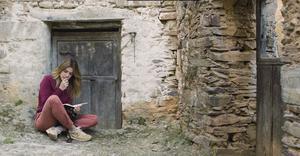 Adriana Ugarte, en una escena del documental 'Las Hurdes, tierra con alma'.