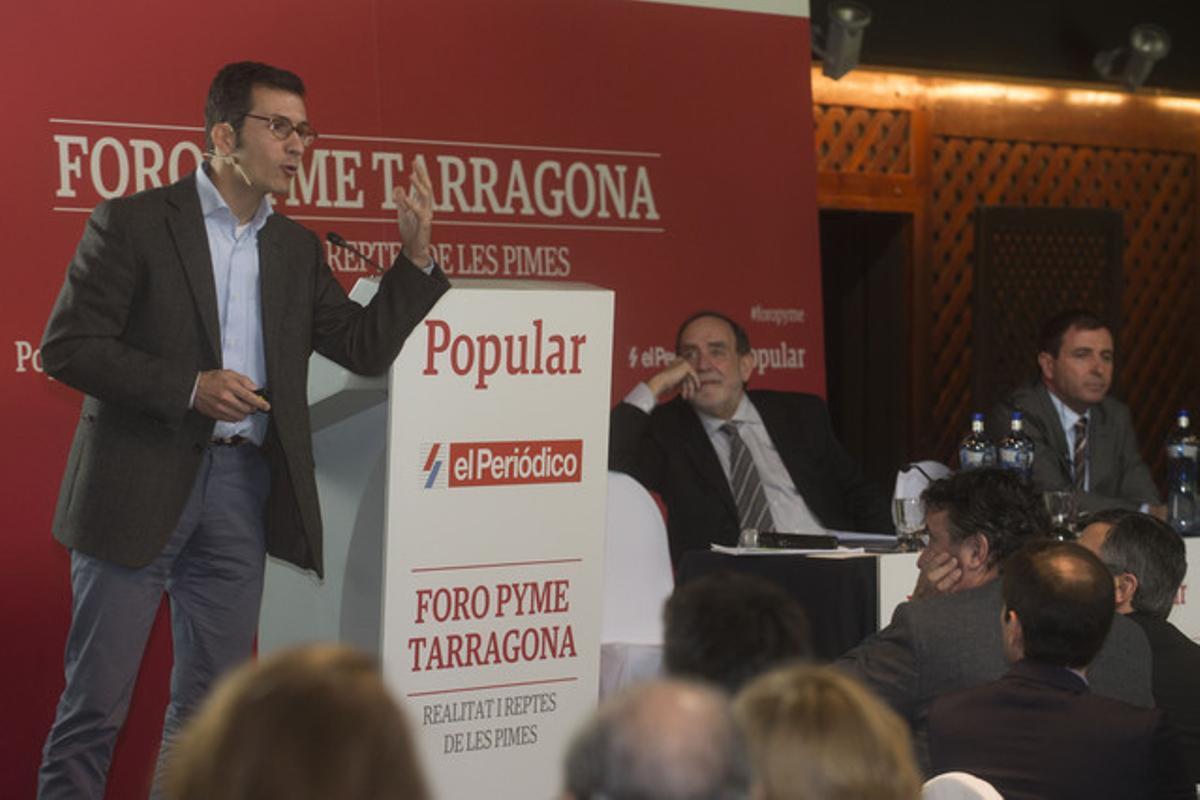 El profesor de IESE Pablo Foncillas, durante su ponencia en el Foro Pyme, en La Canonja (Tarragonès).