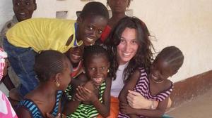La cooperante Eva Anadón en Gambia.