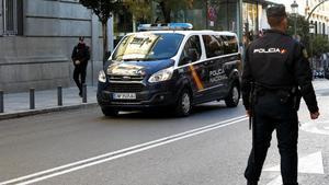 El furgón policial que traslada a los detenidos al Tribunal Supremo, el pasado 1 de diciembre.