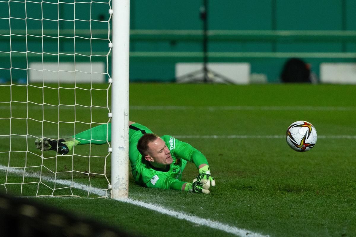 Ter Stegen para el primer penalti de la tanda de la Supercopa.