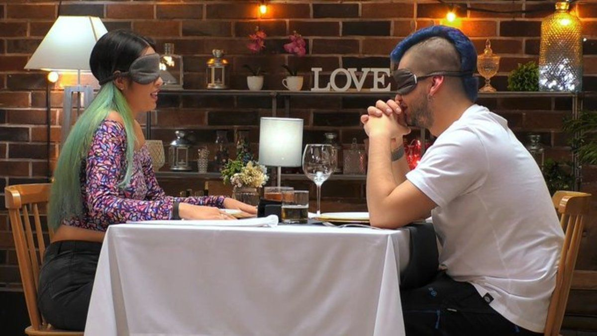"""La extraña cita entre una votante de Ciudadanos y un joven anarquista en 'First dates': """"Dios es un alien"""""""