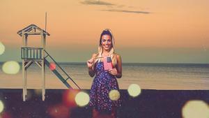 Alyson Eckmann, presentadora y ganadora de la última edición de 'GH VIP', en 'English for summer', de Mtmad.