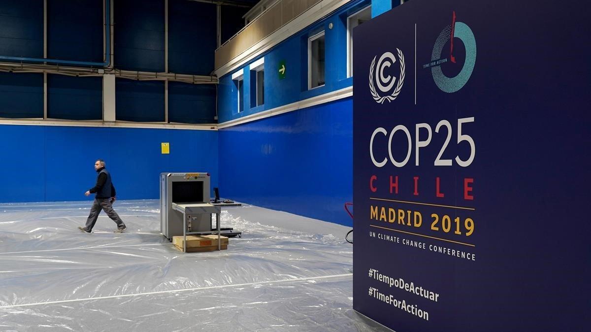 Preparativos de la Cumbre del Clima de Madrid COP 25 en recinto ferial de Ifema.