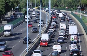 Barcelona demana una regulació que tregui punts per circular amb vehicles contaminants