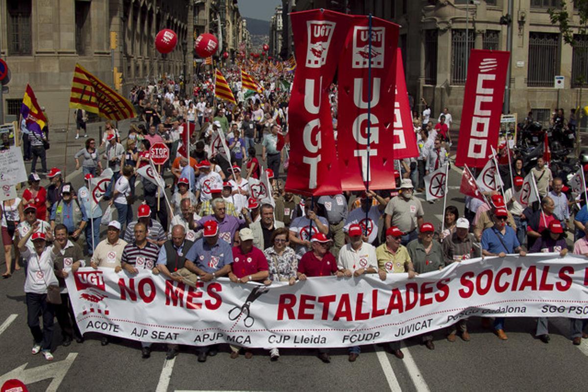 Cabecera de la manifestacion contra los recortes del Govern celebrada en Barcelona, hoy.