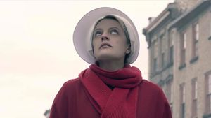La actriz Elisabeth Moss, en la tercera temporada de la serie 'El cuento de la criada'.