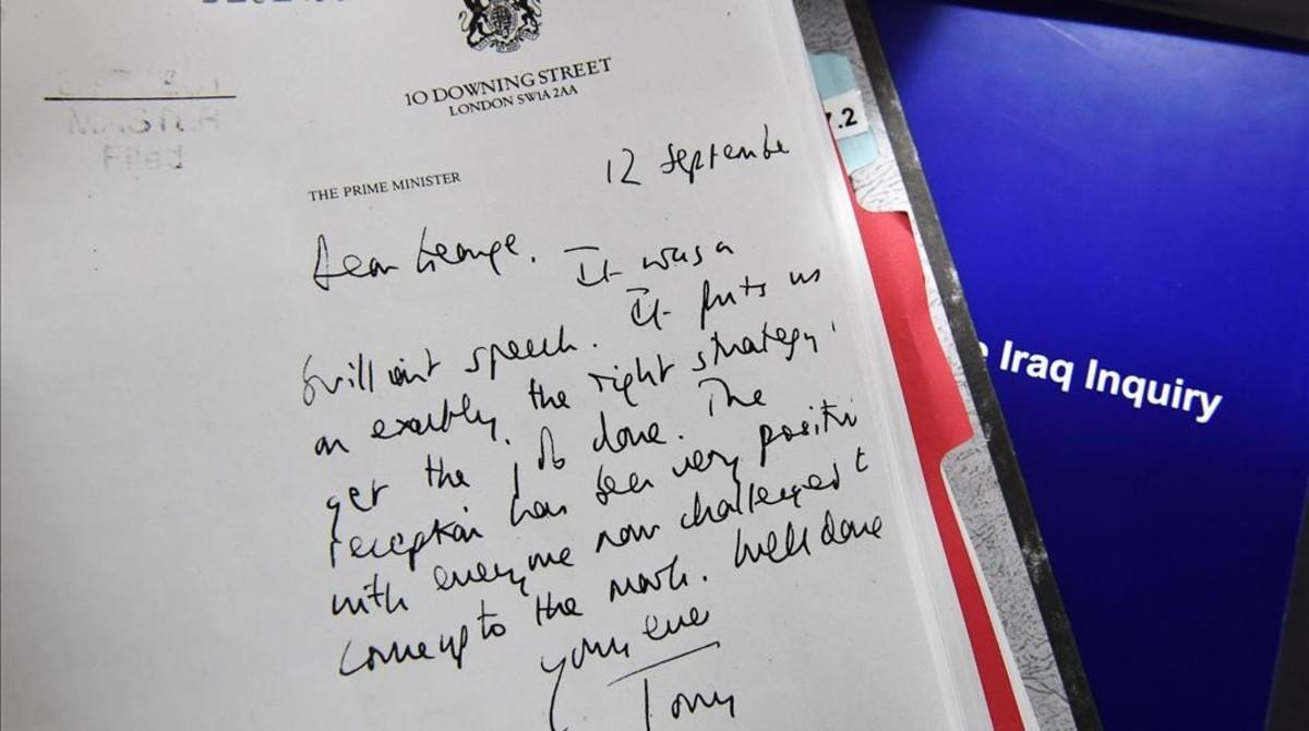 Detalle de una carta desclasificada enviada por Blair a Bush, incluida en el informe Chilcot, presentado este miércoles en Londres.