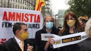 Concentración en apoyo de los miembros de la Sindicatura Electoral del 1-O. En la foto, Quim Torra y Laura Borràs.