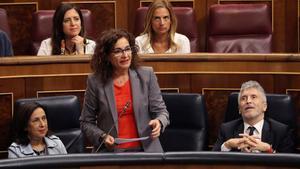La ministra de Hacienda, María Jesús Montero, en la sesión de congrol del Congreso de los Diputados.