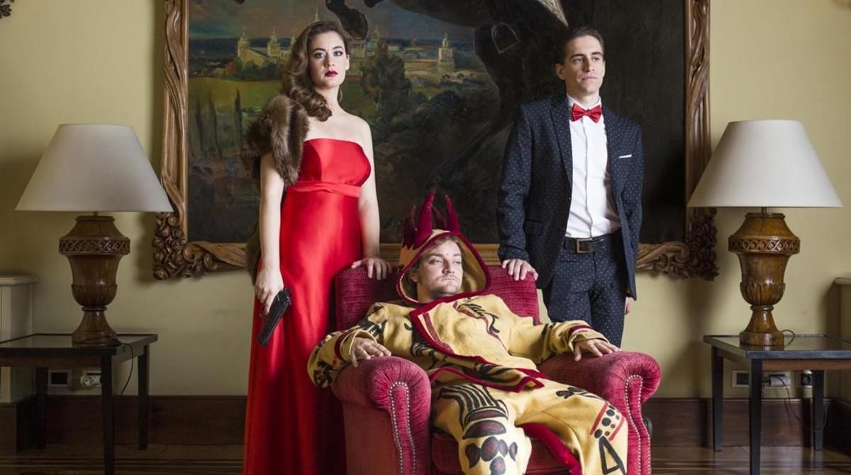Júlia Barceló, Pol López (centro) y Pau Vinyals en una imagen promocional de 'Filla del seu pare'.